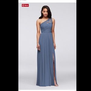 One shoulder lace bridesmaid 👗